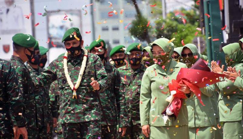 Upacara Pengantar Tugas Pangdam Il/Swj Mayjen TNI Irwan, S.IP, M.Hum dan Isteri di Lapangan Apel Makodam II/Swj, Palembang. FOTO : JambinetID