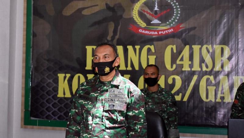 Danrem 042/Gapu Brigjen TNI M. Zulkifli Mengikuti Vicon Rapat Evaluasi Pelaksanaan Program Kerja dan Anggaran Semester I Tahun 2020 Kodam II/Swj bersama Pangdam II/Swj di Ruang C41SR (Poskodal) Korem 042/Gapu. (FOTO : JambinetID/Rem, Selasa 18/08/20).