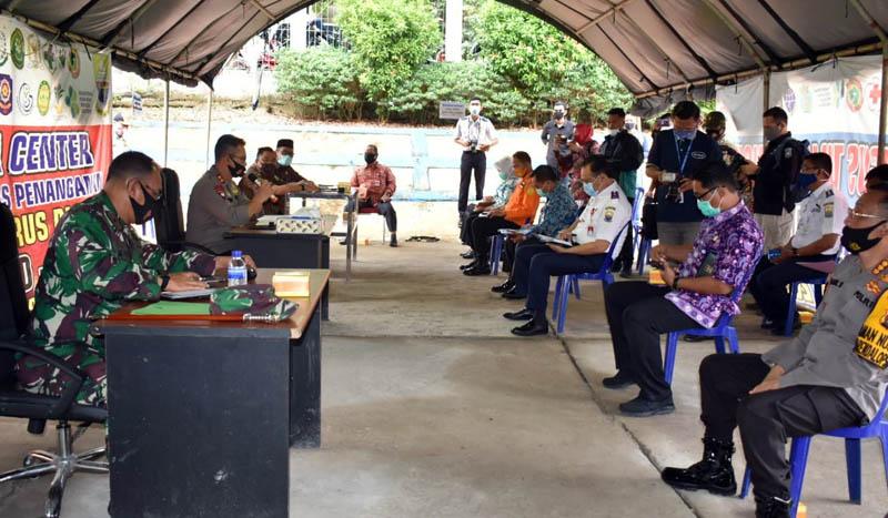 Danrem Brigjen TNI M Zulkifli saat Rapat Evaluasi Penangan Covid-19 Provinsi Jambi di BPBD Provinsi Jambi. (FOTO : Rem/JaminetID, Kamis 06/08/20)
