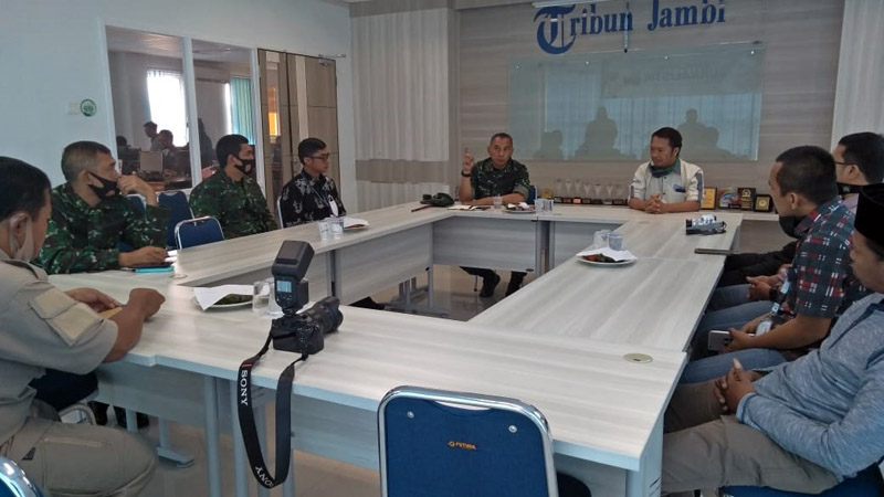 Danrem 042/Gapu, Brigjen TNI M Zulkifli Saat Kunjungan ke Tribun Jambi. (FOTO : JambinetID/Koremgapu)