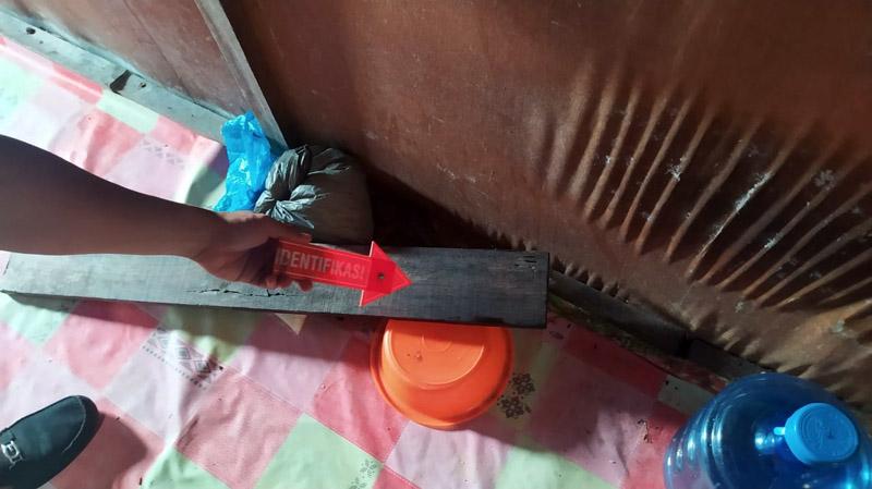Polisi Melakukan Indetifikasi di TKP Rumah Korban. (FOTO : Res/JabinetID, Minggu 02/08/20)
