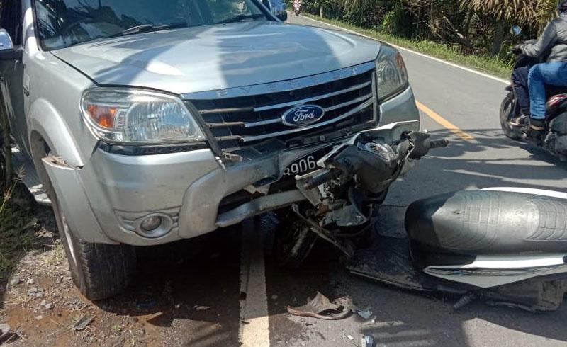 Motor dan Mobil yang Terlibat Kecelakaan di di jalan Lintas Tumur Kuala Tungkal-Jambi, tepatnya di Desa Muntialo RT 01, Kecamatan Betara. [FOTO : JambiNET/Ist]