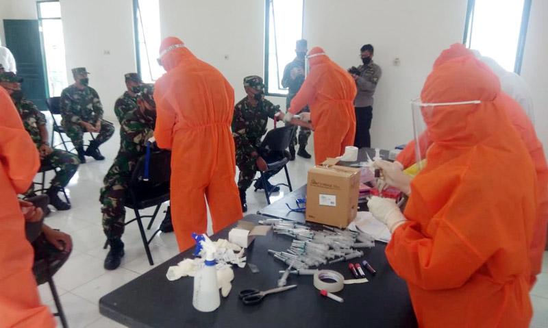 Pemeriksaan Lab PCR dari Swab Lanjutan Pasien di Secapa AD. (FOTO : JambinetID/Kepala Dinas Penerangan AD, Sabtu 08/08/30)