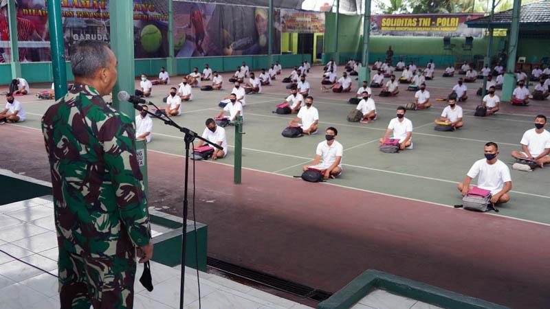 Danrem 042/Gapu Brigjen TNI M. Zulkifli Memberikan Arahan kepada Calon Tamtama Prajurit Karier Gelombang II Tahun 2020. [FOTO : JambiNET/REM042]