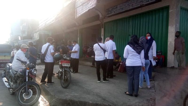 Komisi Pemilihan Umum (KPU) Tanjung Jabung Barat Saat Mengelar Sosialisasi dan Bagi-bagi Masker. [FOTO : JambiNET]