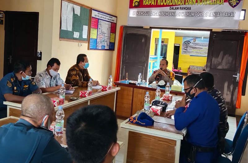 Kapolres AKBP Guntur Saputro, S. IK, MH Pimpin Rapat Mitigasi Prediksi Resiko Bencana Hidrometrologi. [FOTO : JambiNET]