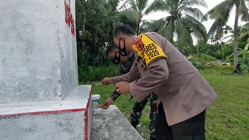 Kapolres dan Dandim 0419/Tanjab Ziaran dan Bersihkan Makan Serta Cat Tugu Pahlaawan, Panglima Mangun. [FOTO : JambiNET/RES]