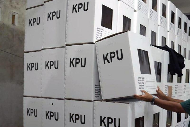 Logistik Pilkada Tanjab Barat di Sekretariat KPU. [FOTO : JambiNET]