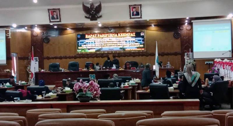 Ruang Rapat Paripurna DPRD Kabupaten Tanjung Jabung Barat Kosong Karena Sekorsing Rapat. [FOTO : JambiNET]