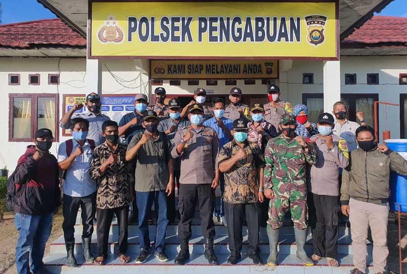 Kapolsek Pengabuan IPTU Edi Purnawan, SH menggelar Rapat Kooordinasi dan Silaturahmi dengan Camat, Lurah dan seluruh Kades Kec. Senyerang. [FOTO : JambiNET/SEK]