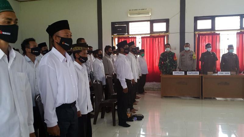 Pelantikan dan pengambilan sumpah 61 anggota Panwas PTS Kecamatan Senyerang. [FOTO : JambiNET/PANWASCAM]