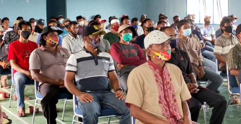 Pelaksanaan Sosialisasi Pilkada Damai dan Sehatan pada Para Nelayan. [FOTO : JambiNET/RES]