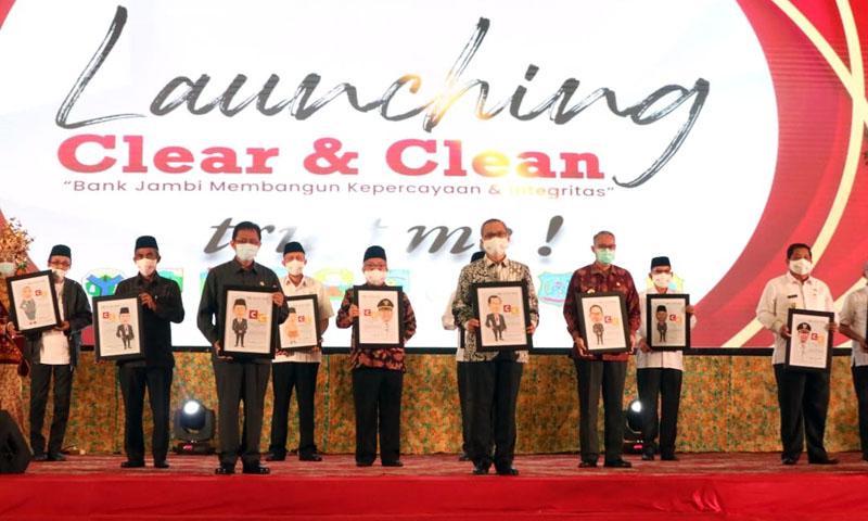 Sekda Ir. H. Agus Sanusi M.Si Hadiri Kegiatan Launching Program Clean And Clear Trust Me Bank Jambi di Abadi Convention Centre (ACC). [FOTO : JambiNET/HMS]