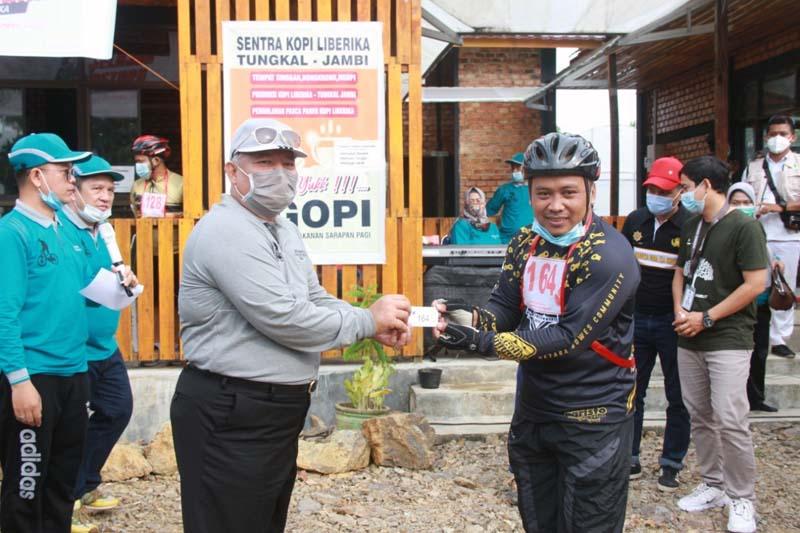 Bupati Tanjung Jabung Barat, H. Safrial Launching Destinasi Ekowisata di Kecamatan Betara, Kelurahan Mekar Jaya. [FOTO : JambiNET/Hms]