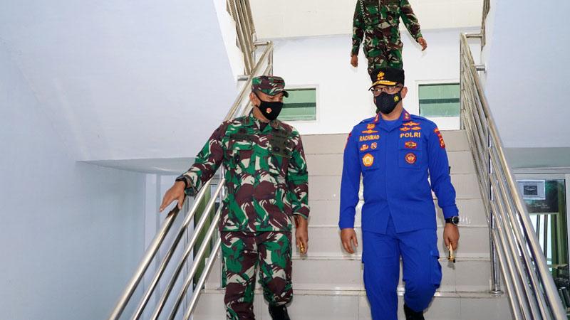 Danrem Brigjen TNI M. Zulkifli Saat Sambut Kedatangan Kapolda Jambi Irjen Pol A Rachmad Wibowo, S.IK. [FOTO : JambiNET/REM042]