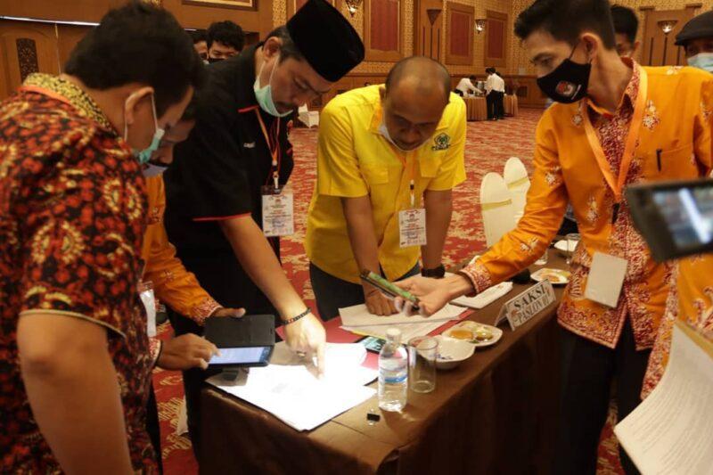 Saksi CE-Ratu Saat Pleno Rekapitulasi Suara Tingkat Provinsi Jambi di Hotel Abadi Convetion Cener Jambi. [FOTO : JambiNRT/IG KPU Prov Jambi]