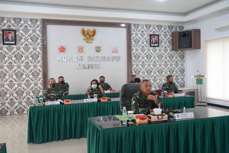 Danrem 042/Gapu Brigjen TNI M. Zulkifli pimpin Rapat Evaluasi Pelaksanaan Program Kerja dan Anggaran Korem 042/Gapu Tahun 2020. [FOTO : JambiNET/REM042]