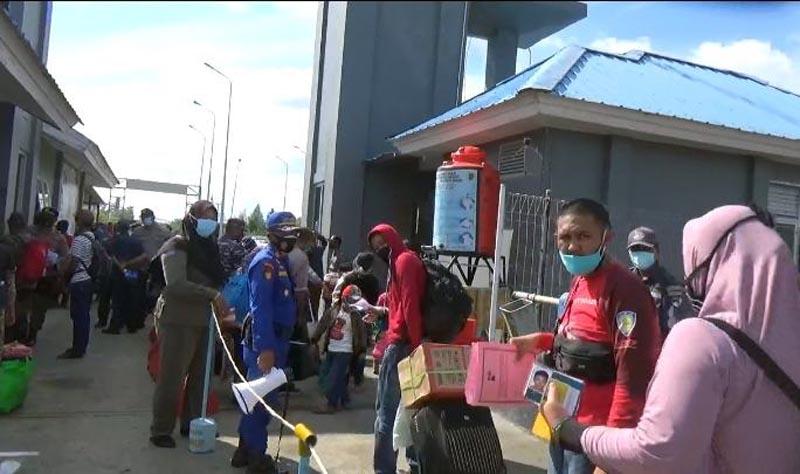 Penupang Kapal Roro di Kuala Tungkal Mulai Meningkat Jelang Natal dan Tahun Baru. [FOTO : JambiNET.ID]