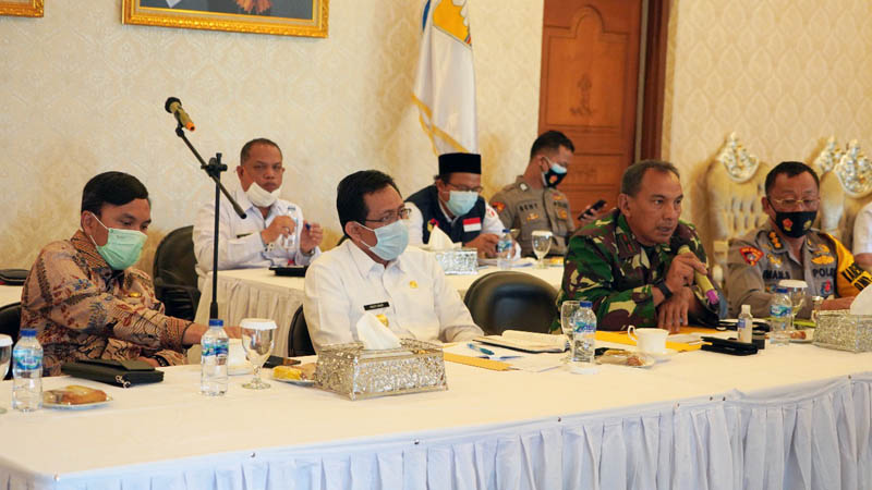 Danrem 042/Gapu Brigjen TNI M. Zulkifli Saat Menyampaikan Papran pada Rapat Koordinasi Persiapan Pilkada Serentak tahun 2020. [FOTO : JambiNEt/REM042]