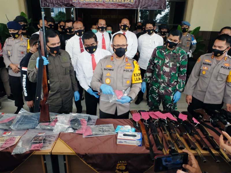 Kapolda Jambi Irjen Pol A. Rachmad Wibowo, S.IK Press Realese Ungkap Kasus Tindak Pidana Pengrusakan dan Penembakan di Kabupaten Kerinci. [FOTO : JambiNET/REM042]