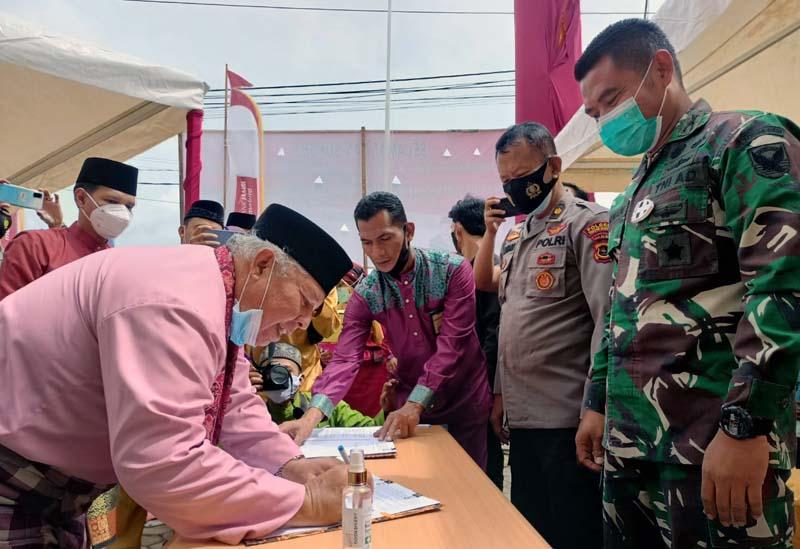 Bupati Tanjung Jabung Barat Dr. H. Safrial resmikan Bank 9 Jambi di Kecamatan Tebing Tinggi. [FOTO : JambiNET/Ist]
