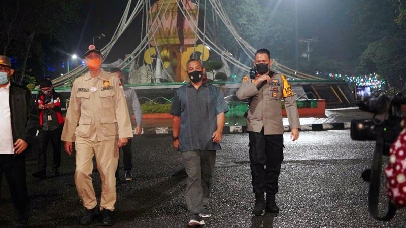 Danrem 042/Gapu Brigjen TNI M. Zulkifli bersama Unsur FKPD Provinsi Jambi Saat Patroli Pantau Situasi Kamtibmas dan aktivitas warga Kota Jambi pada Malam Tahun Baru. [FOTO JambiNET/REM042]