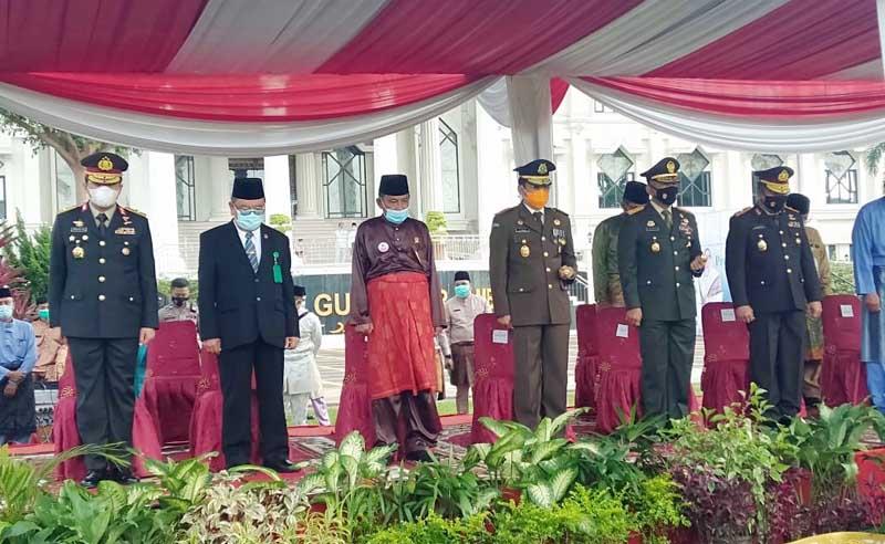 Komandan Korem 042/Gapu Brigjen TNI M. Zulkifli Saat Mengikuti Upacara Peringatan Hari Jadi ke 64 Provinsi Jambi. [FOTO : JambiNET/REM042]