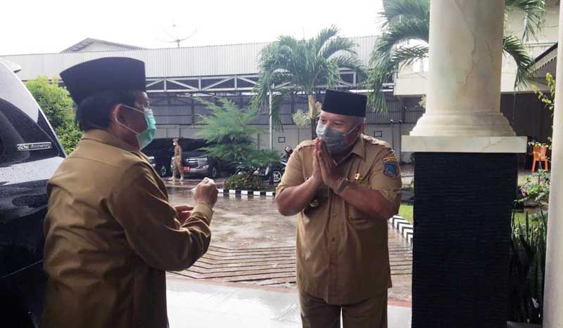 Bupati Safrial Ms sambut Kunjungan Kerja (Kunker) Gubernur Jambi, Fachrori Umar ke Kabupaten Tanjung Jabung Barat, Selasa (26/1/21).