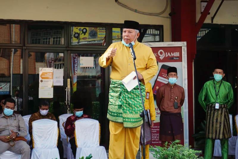Bupati  Tanjung Jabung Barat Dr. H. Safrial menjadi Inspektur Upacara Peringatan Hari Ulang Tahun (HUT) Bank Jambi ke-58 di halaman Bank  Jambi Cabang Kuala Tungkal. [FOTO : JambiNET/Kom]